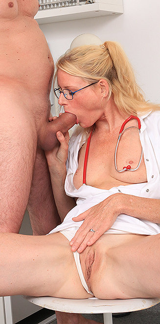 girl lick pussy