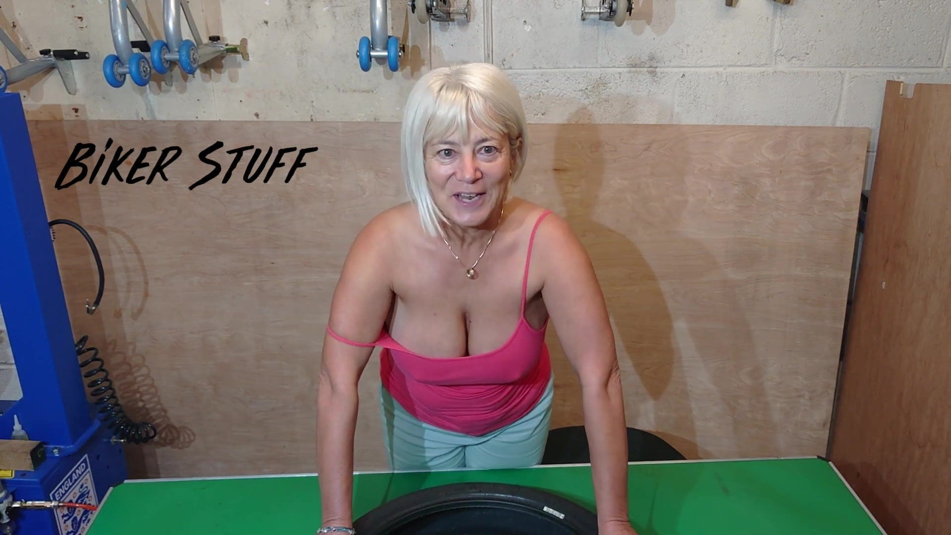 old mature wives haveing sex